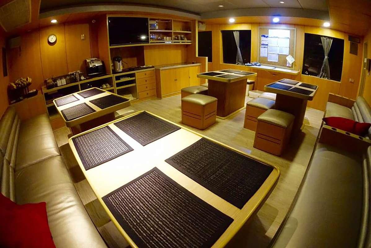 パヌニーヨット 船内の施設1-4