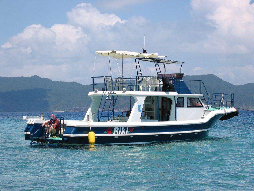 大型ダイビングボートで快適なダイビング1-1